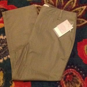 NWT Khaki Cropped army green pants.